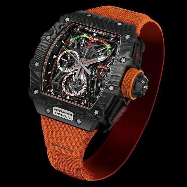Được tạo nên từ sự kết hợp của graphene, titanium và carbon, chiếc RM 50-03 của Richard Mille là chiếc đồng hồ cơ nhẹ nhất thế giới với giá tới 996.500 bảng Anh.