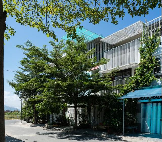 """Ngôi nhà ống đẹp như """"Resort"""" ở Nha Trang xuất hiện trên báo Mỹ - Ảnh 1."""