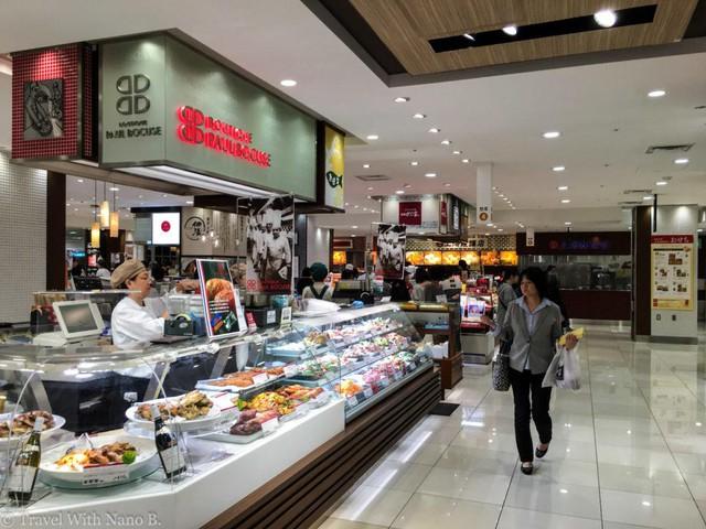 Bạn sẽ tìm thấy khá nhiều những đồ ăn ngon trong những siêu thị và cửa hàng tạp hóa ở Nhật, nhưng phụ thuộc vào chúng thì thực sự không hề tốt cho sức khỏe tí nào.
