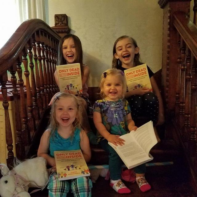 Bốn cô con gái tinh nghịch, đáng yêu.