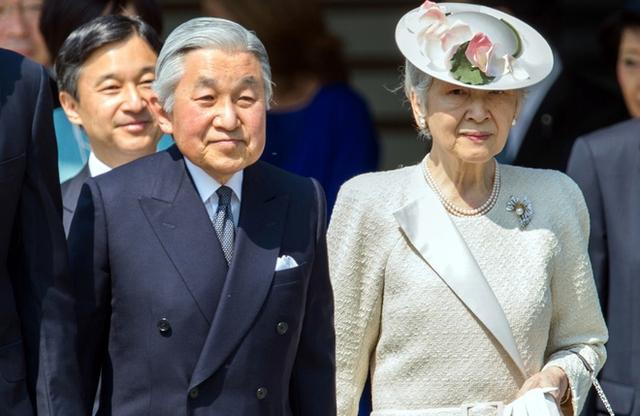Thiên hoàng Akihito và Hoàng hậu. (Ảnh: Mainichi)