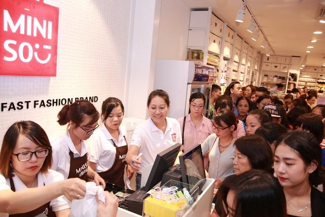 Lý giải sức hút của Miniso, Ilahui, Daiso... tại Việt Nam: 1 năm mở mới 100 cửa hàng, có shop thu về cả 100 triệu mỗi ngày - Ảnh 2.