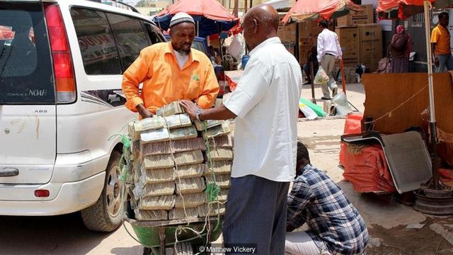 Tiền chất thành đống, bày bán công khai không phải là điều hiếm gặp ở Hargeisa.