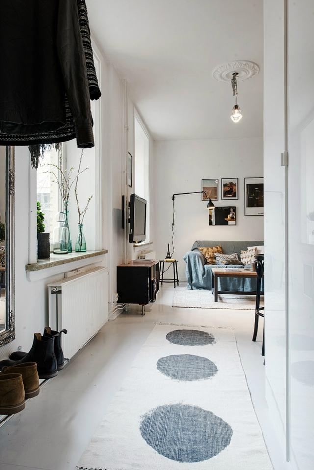 Trên diện tích 47m2 ngôi nhà được thiết kế với đầy đủ các không gian chức năng gồm: phòng khách, bếp, góc ăn uống, phòng ngủ và khu nhà tắm.