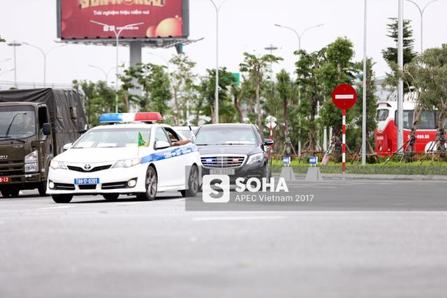 Chiếc Mercedes S-Class này là một phần trong trang thiết bị được chuyển tới để phục vụ hoạt động của đoàn đại biểu Hàn Quốc, do tổng thống Moon Jae In dẫn đầu, tại Tuần lễ Cấp cao APEC