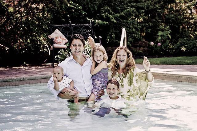 Vợ chồng Thủ tướng Canada và 3 con.