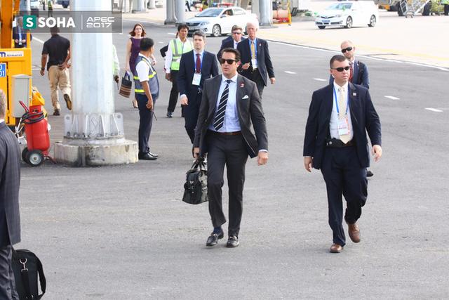 Các mật vụ Mỹ cũng đã xuất hiện ở sân bay Đà Nẵng, sẵn sàng hộ tống lãnh đạo Mỹ ra Hà Nội