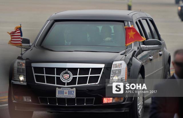 Cadillac One The Beast đưa tổng thống Trump đến cửa máy bay