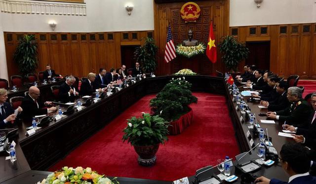 Ông Dan Scavino Jr cũng đăng tải hình ảnh cuộc hội kiến giữa Tổng thống Mỹ với Thủ tướng Nguyễn Xuân Phúc