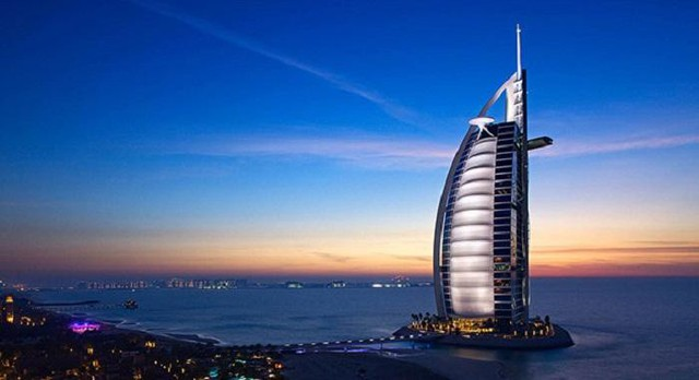 United Arab Emirates – tiểu vương quốc Ả Rập lọt vị trí thứ 9 nhờ tỷ lệ GDP bình quân đầu người nhỉnh hơn so với San Marino. Cụ thể, United Arab Emirates đạt 67696 USD (khoảng 1,54 tỉ đồng).