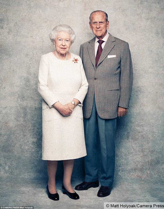 Hai vợ chồng vẫn rạng rỡ trong bức hình dù đã ở ngoài tuổi 90.