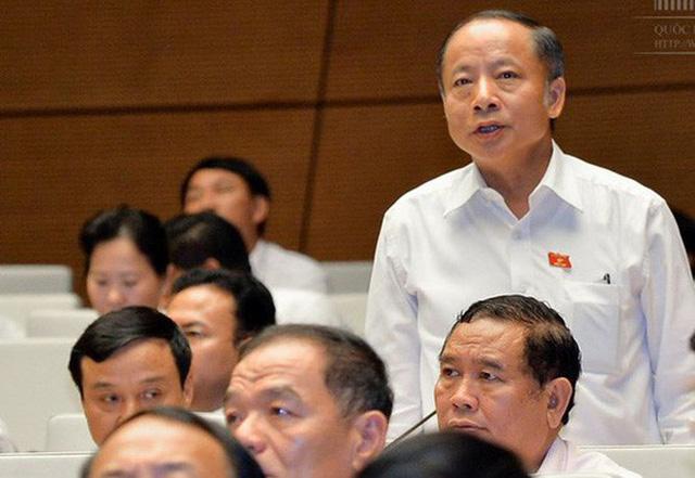 ĐB Nguyễn Văn Thân (Thái Bình) tranh luận tại hội trường về dự thảo Luật đơn vị hành chính-kinh tế đặc biệt - Ảnh: Đình Nam