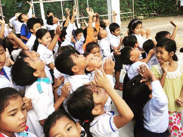 Một lớp học của Ward ở Campuchia