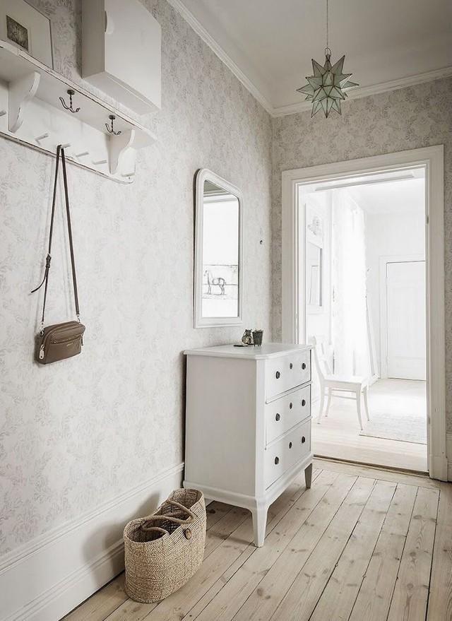 Tuy có diện tích chỉ vỏn vẹn 50m² nhưng căn hộ vẫn thể hiện được sự tinh tế, hiện đại nhờ lối thiết kế hợp lý.