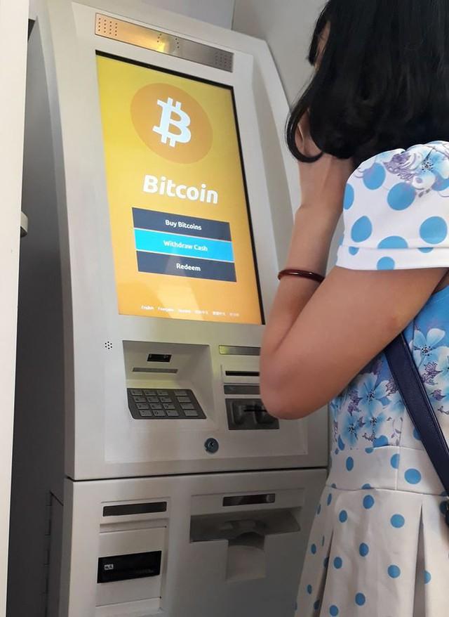 Dù chưa cho phép nhưng tại Sài Gòn vẫn xuất hiện khá nhiều trụ ATM Bitcoin để khách hàng giao dịch.