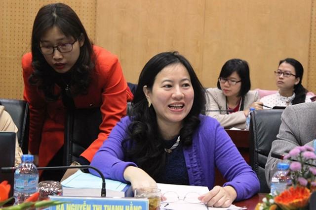 Bà Nguyễn Thị Thanh Hằng giải đáp thắc mắc về ưu đãi thuế nhập khẩu linh kiện ô-tô. Ảnh: Báo Hải Quan