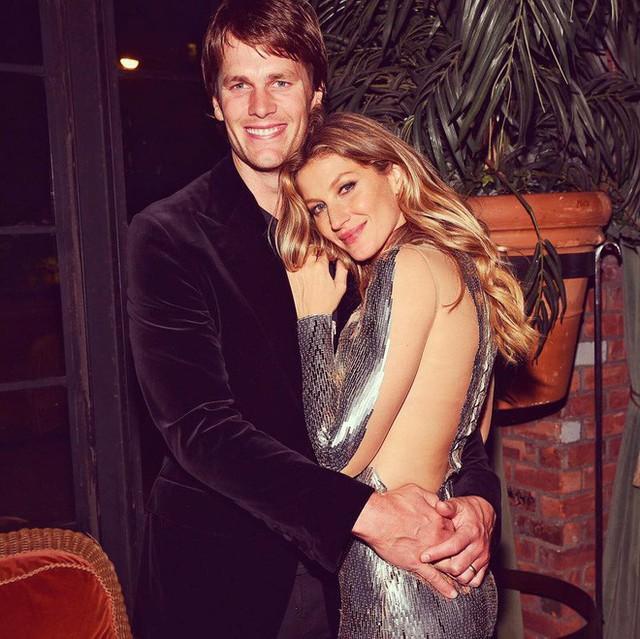 Tom Brady và Gisele Bundchen vẫn ngọt ngào như vợ chồng son vào năm 2017.