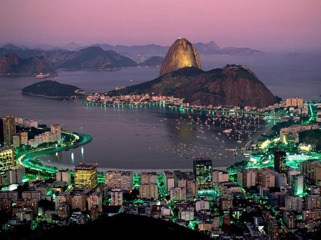 Rio de Janeiro, Brazil, là một trong những thành phố nguy hiểm nhất thế giới, nhưng những màu sắc tuyệt đẹp của thành phố vẫn thu hút du khách khắp nơi.