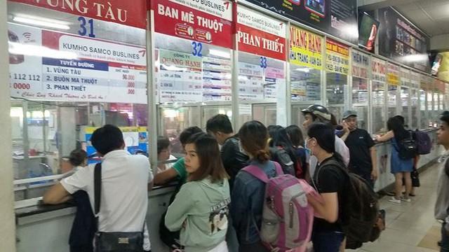 Để thuận lợi cho hành khách, vé xe Tết sẽ được bán tại quầy ở bến xe và qua mạng internet.