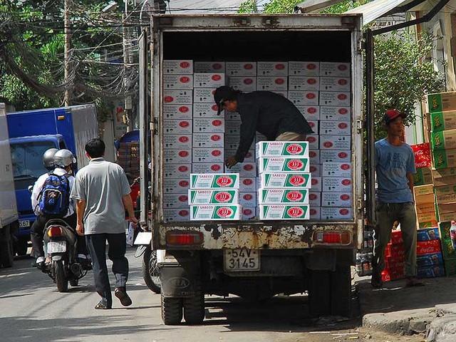 Nhiếu ý kiến lo ngại thương hiệu Bia Sài Gòn sẽ biến mất sau khi rơi vào tay đại gia nước ngoài. Ảnh: HTD