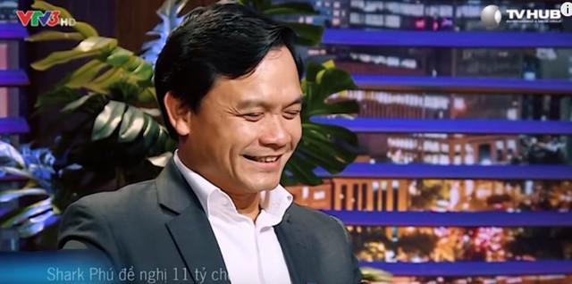 Dù còn phân vân về doanh thu của Vinalink, Shark Nguyễn Xuân Phú chấp nhận đầu tư 11 tỷ đồng cho vợ chồng anh Tuyến