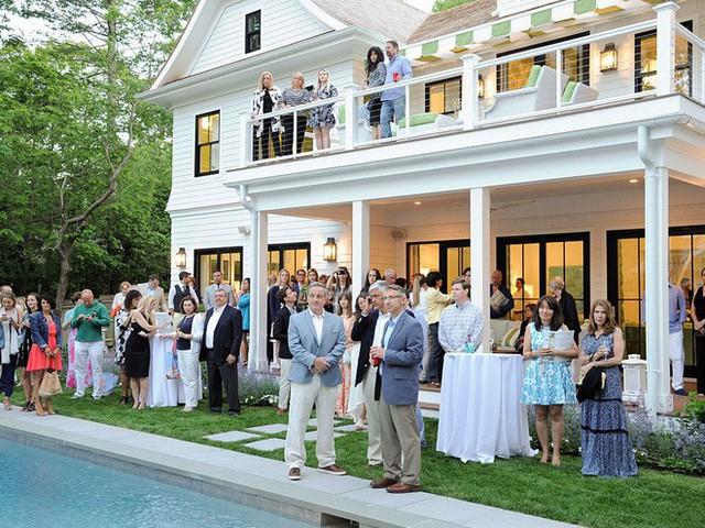 Buổi tiệc của một gia đình siêu giàu ở Hamptons đã vĩnh viễn thay đổi sự nghiệp của Youdovin
