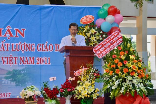 Hình ảnh của thầy Khanh được nhiều học sinh chia sẻ lại.
