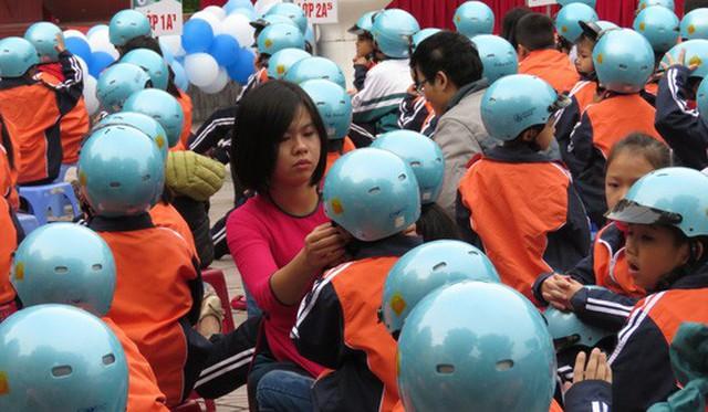 Hình ảnh học sinh Việt Nam tham gia vào một chương trình nâng cao ý thức an toàn giao thông gây ấn tượng với SCMP. Ảnh: SCMP