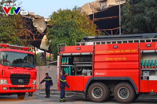 Nhiều xe chữa cháy đã được huy động để thực hiện công tác chữa cháy tại đây