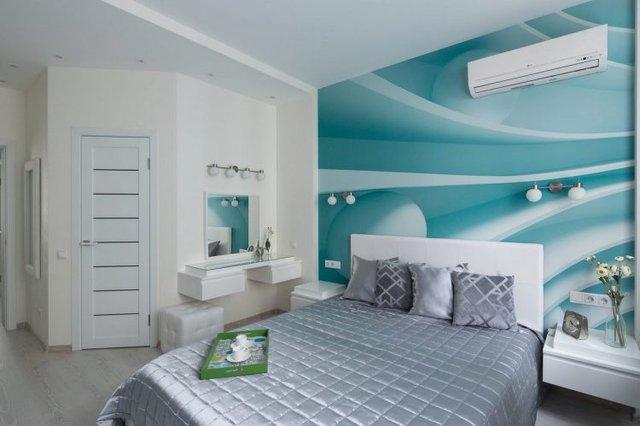 Nếu màu xanh ngọc lam được chọn làm điểm nhấn trên bức tường nhỏ nơi phòng khách thì gam màu này được chọn ở sắc độ đậm hơn để làm màu nền tươi mát cho không gian phòng ngủ.