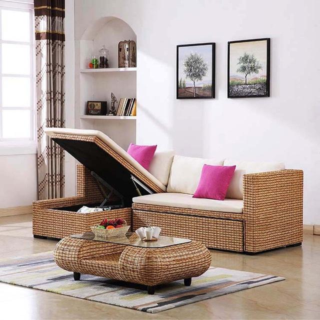 Không chỉ mang vẻ đẹp mộc mạc, giản dị, bộ bàn ghế này còn góp phần không nhỏ trong việc điều hòa không gian sống, mang lại cảm giác thoải mái dễ chịu cho chủ nhà.