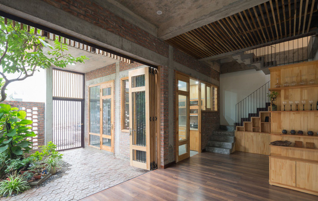 Cây được tự nhiên đưa vào nhà như là một giải pháp làm mát và làm xanh cho không gian.