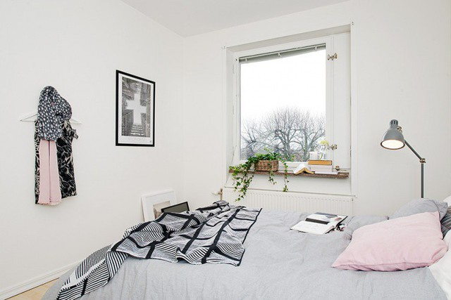 Phòng ngủ nhỏ được thiết kế đơn giản với toàn bộ những món đồ nội thất thiết yếu nhất.