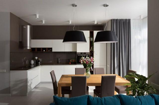 Sự kết hợp hài hòa giữa tông màu trắng và nâu mang đến một không gian nấu ăn vừa sạch, sang trong mà rất hiện đại.
