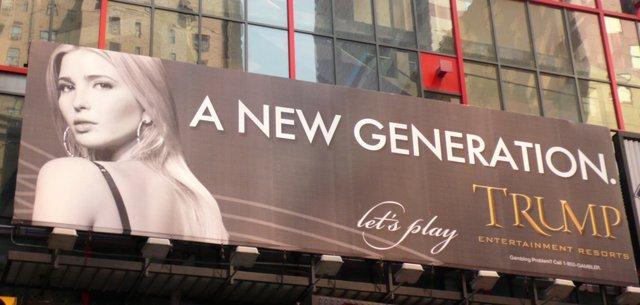 Biển quảng cáo với hình ảnh của Ivanka tại New York năm 2007. Ảnh: RtMcbride / MediaPunch/IPX