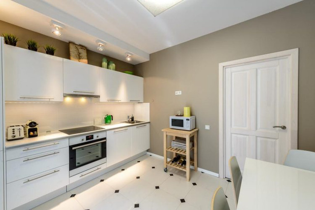 Góc bếp xinh xắn được bố trí ở một phòng riêng biệt.