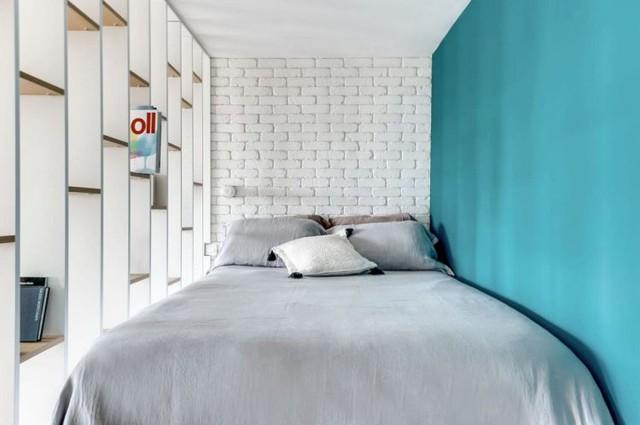 Góc nghỉ ngơi vô cùng yên tĩnh và mát mắt với gam màu xanh của bức tường.