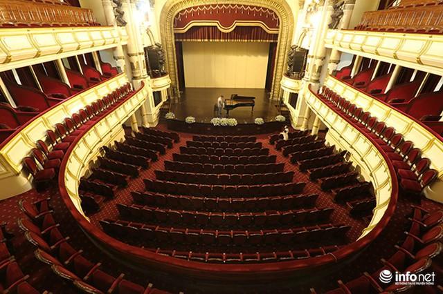Ông Đỗ Mạnh Hà - Phó Giám đốc Nhà hát Lớn Hà Nội cho biết: Hiện tại Nhà hát đang xây dựng đề cương và dự kiến cuối tháng 6/2017 sẽ chính thức mở cửa đón du khách.