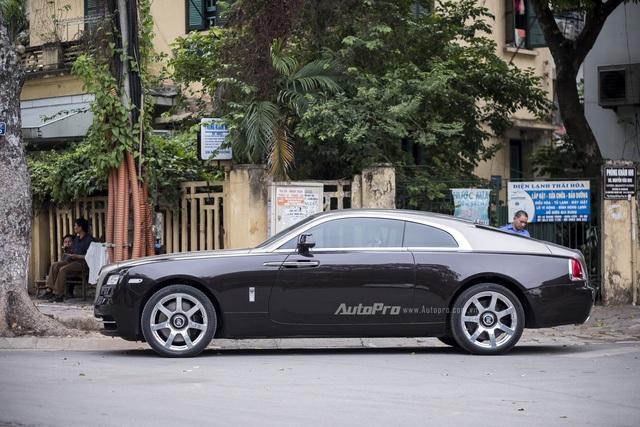 Như vậy, danh sách Rolls-Royce Wraith tại Việt Nam lại tiếp tục được bổ xung thêm một chiếc xe nữa.