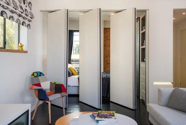 Một điểm cộng dành cho thiết kế căn hộ nhỏ này đó là khu vực nghỉ ngơi phía góc nhà. Không gian nơi đây được thiết kế khéo léo với hệ thống cửa gấp thông minh.
