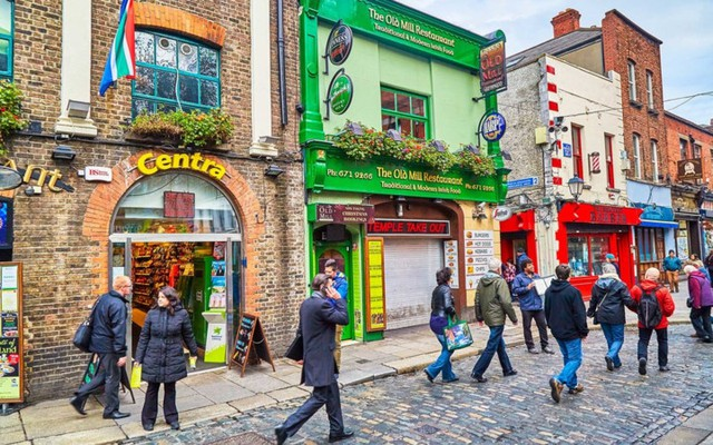 Dublin: Công viên Phượng Hoàng (Phoenix Park) là điểm đến lý tưởng tại Dublin dành cho các gia đình vào tháng 8 bởi nơi đây có những khu vườn mới lạ, sở thú độc đáo hay những bảo tàng và thủy cung đầy màu sắc dành cho trẻ em.