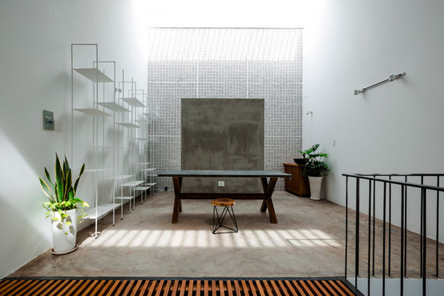 Không gian rộng rãi, thoáng mát này giúp chủ nhà có thể thỏa sức sáng tạo, làm việc.