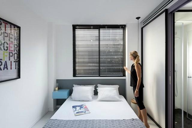 Không gian nghỉ ngơi tràn ngập ánh sáng nhờ đặt cạnh cửa sổ.