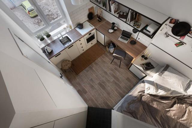 Tuy không có góc riêng cố định cho nơi tiếp khách nhưng khách vào nhà có thể thoải mái ngồi xuống sàn rộng với thảm mà vẫn thoải mái.