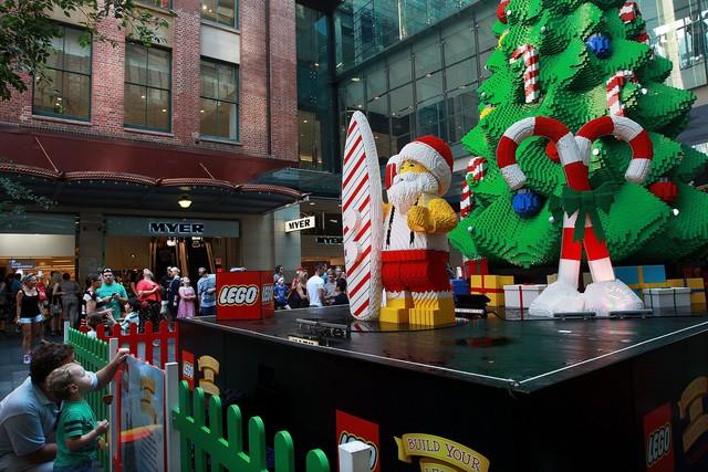 Giáng sinh tại vùng đất diệu kỳ, nơi mà mỗi viên gạch Lego lại chứa chan những ước mơ tới từ những người bạn nhỏ.