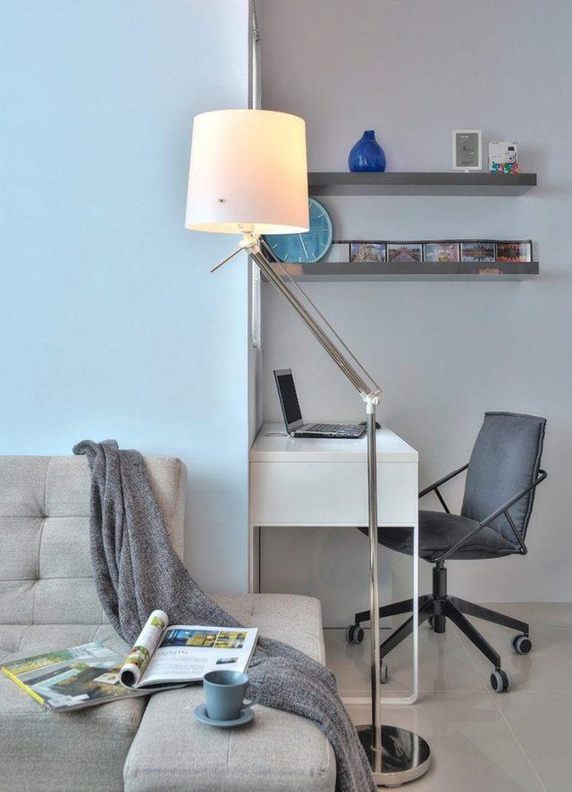 Một chiếc đèn hiện đại đa năng có thể di chuyển khắp nơi trong nhà và có thể điều chỉnh cao, thấp, xoay theo bất kỳ hướng nào mà chủ nhà muốn.