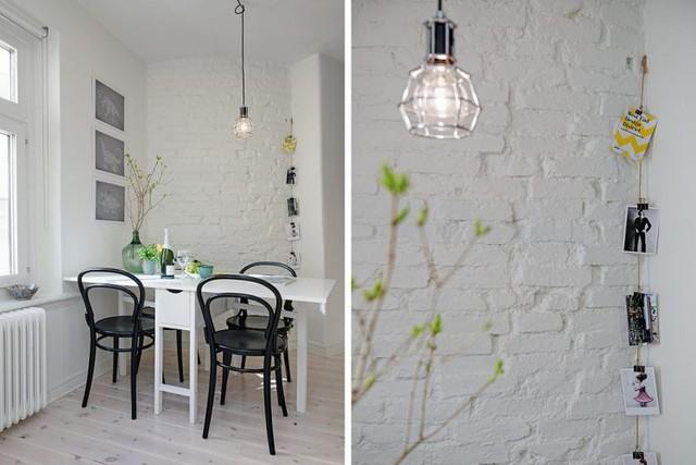 Gian bếp nhỏ cũng được chủ nhà trang trí rất bắt mắt với cây xanh và ảnh gia đình.