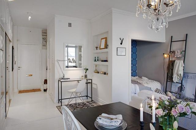 Không gian làm việc và góc nghỉ ngơi nhỏ nhắn của chủ nhà được thiết kế ngay cạnh phòng khách.