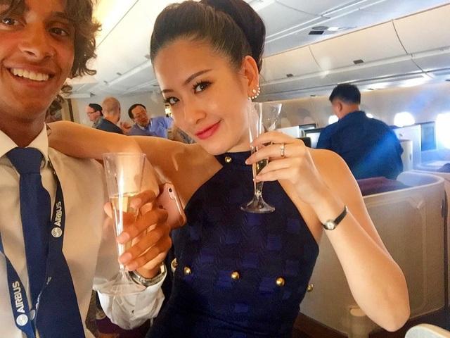 Được phục vụ rượu miễn phí trên chuyến bay.