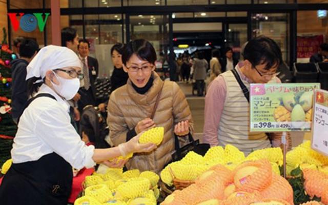 Người dân Nhật Bản hào hứng với việc mua xoài Cát Chu của Việt Nam